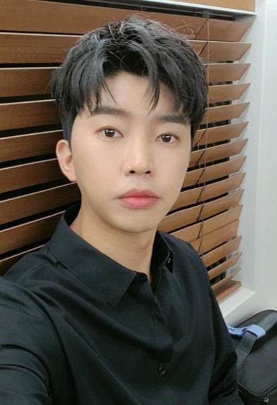 """""""뜨겁다"""" 임영웅, 유튜브 10억뷰 `초읽기`"""